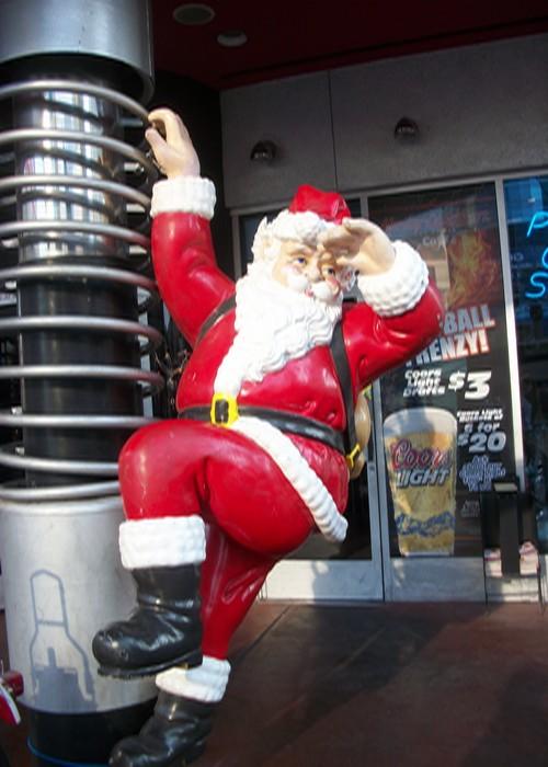 Санта-Клаус на входе в кафе Харлей Дэвидсон в Лас-Вегасе