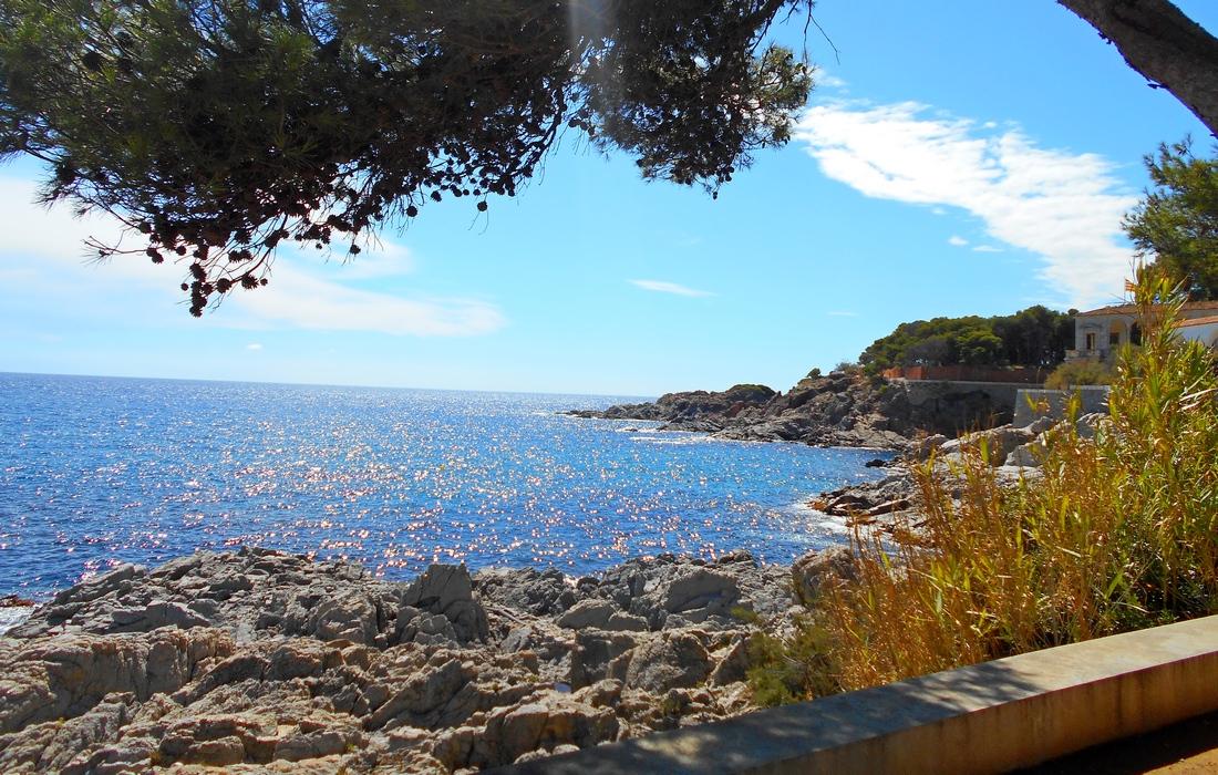 Вид с набережной в Сагаро Испания
