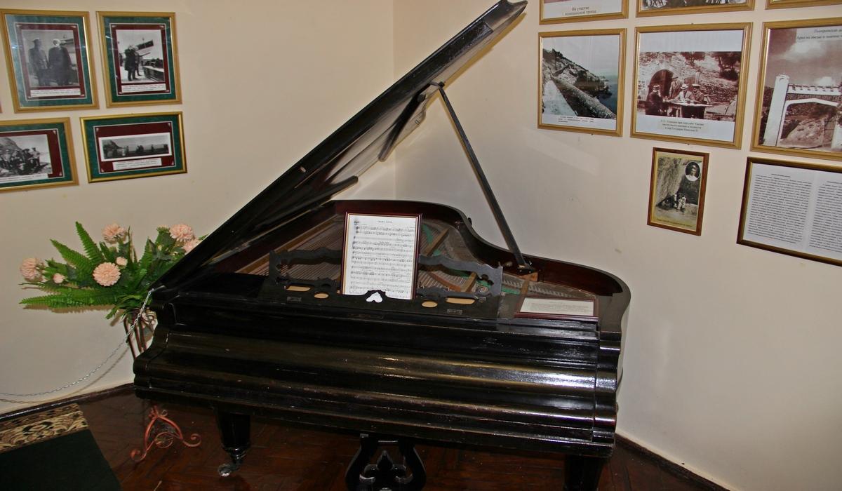 рояль в музее Голицина