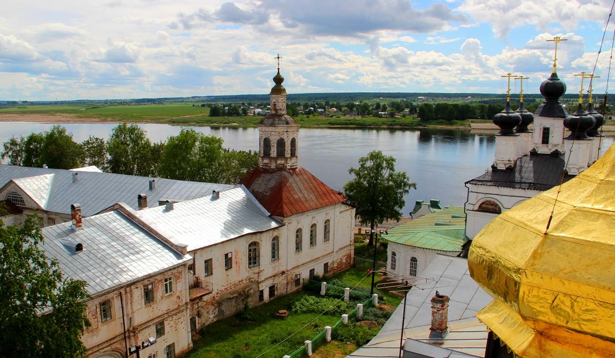 Архиерейский дом с Алексеевской церковью