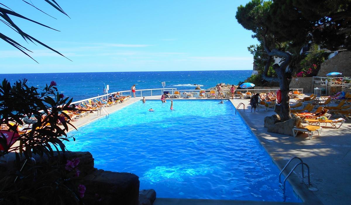 бассейн отеля Галета Палас