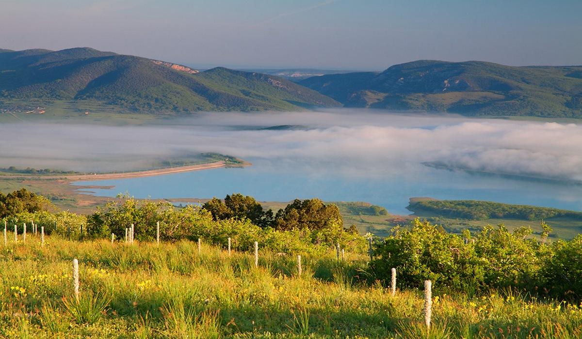 Байдарская долина в дымке