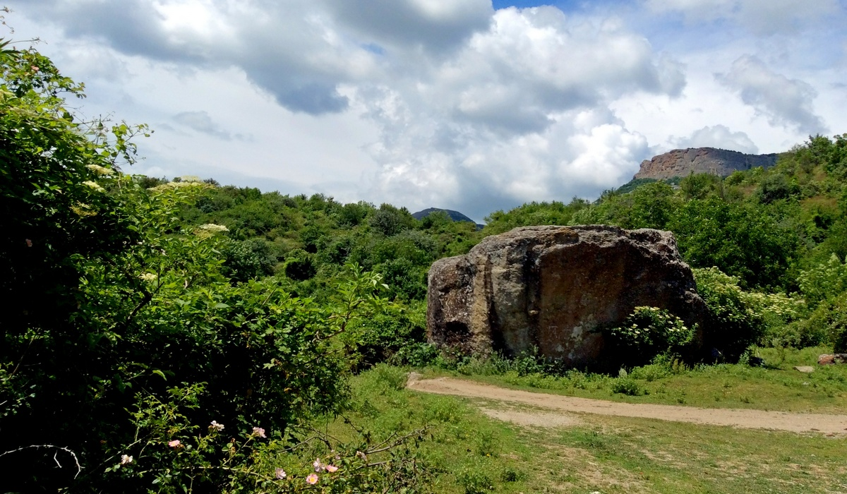 Камень из кинофильма Кавказская пленница